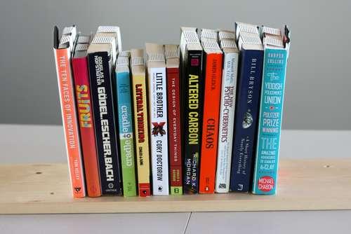 Вставляем туда книги...
