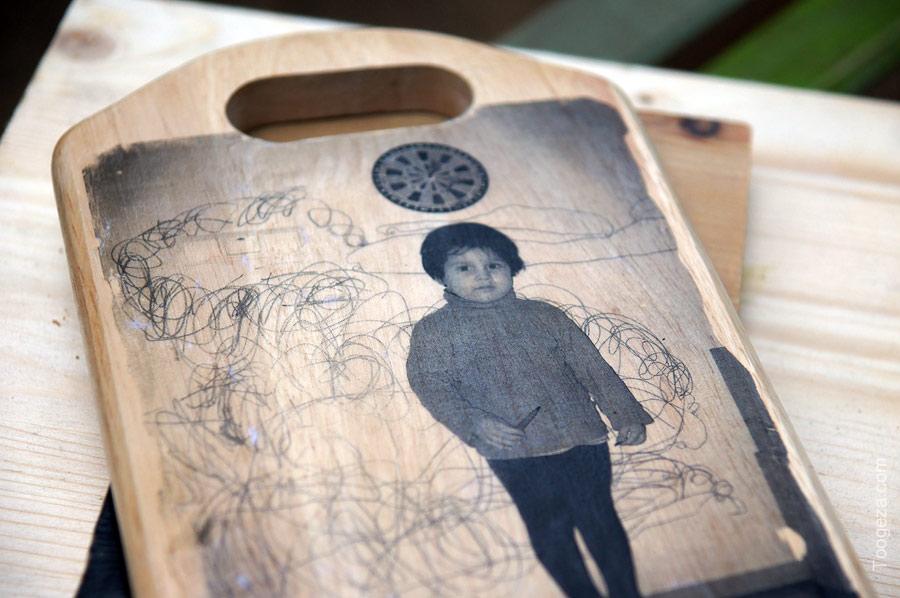 Семён у стены плача... то есть у стены где он только что нарисовал маааленькую машинку и много много дыма
