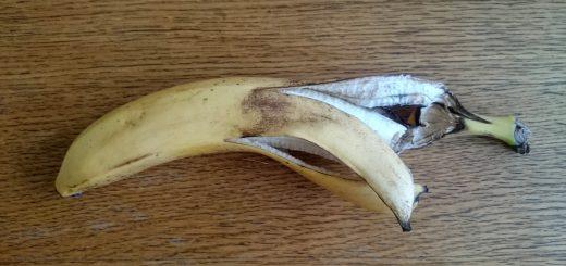 Надкушенный банан