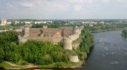 Ивангоро́дская кре́пость остроена летом 1492 года на правом берегу Нарвы