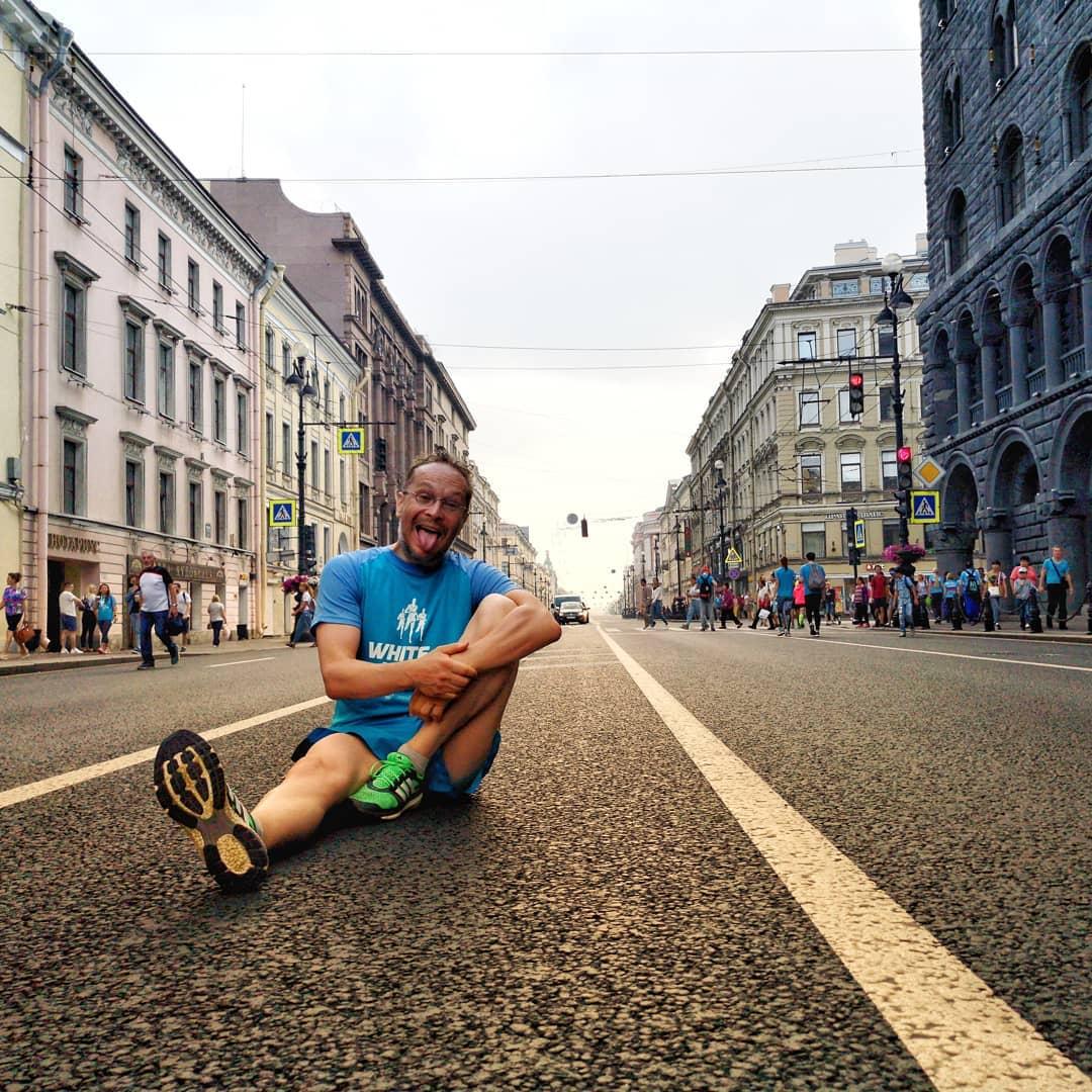 Редкий шанс посидеть посреди Невского проспекта